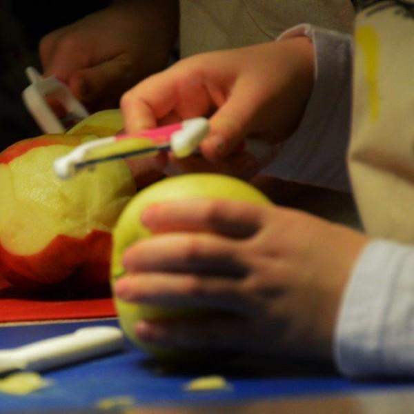 In appelmoes gaan....Appels. Dus schillen maar!